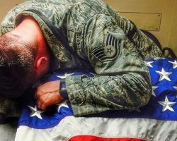 Soldier stays by dying dog 'till very end – then honors him in the most amazing way
